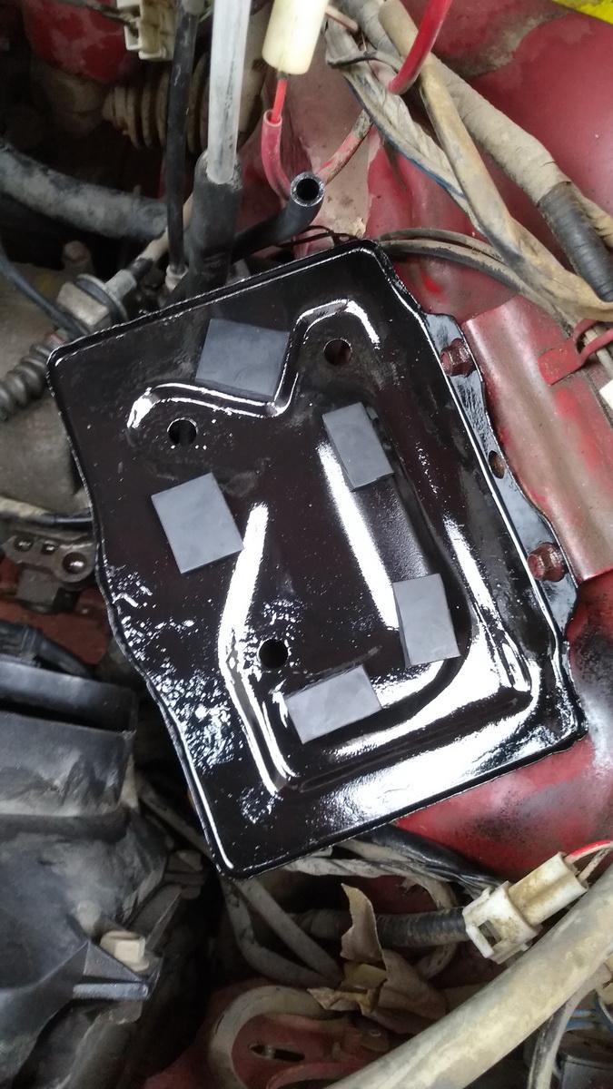 《奥拓快乐王子电池托架除锈喷漆》