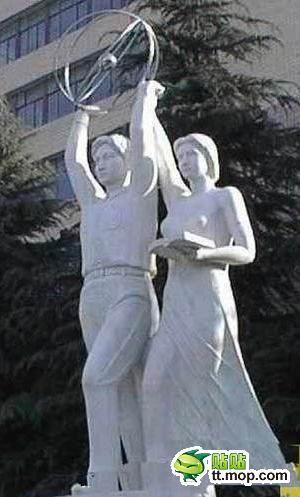 《各大学内的著名雕塑集》